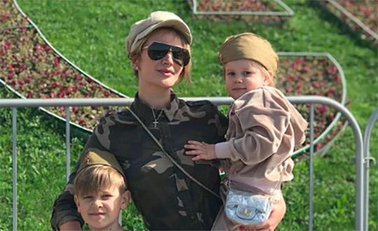Елена Бушина не может вылечить дочь