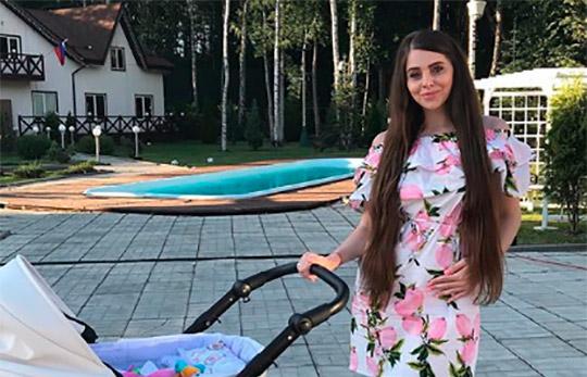 Ольга Рапунцель показала лицо дочери