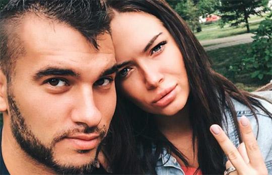 Денис Давыдов оставил маленькую дочку